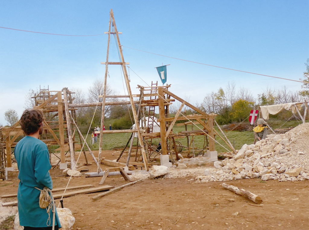 Levée de la première ferme de la halle médiévale