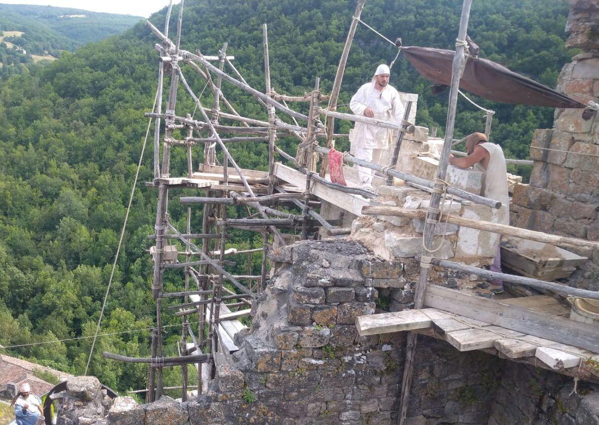 Montcornelles Les bâtisseurs médiévaux