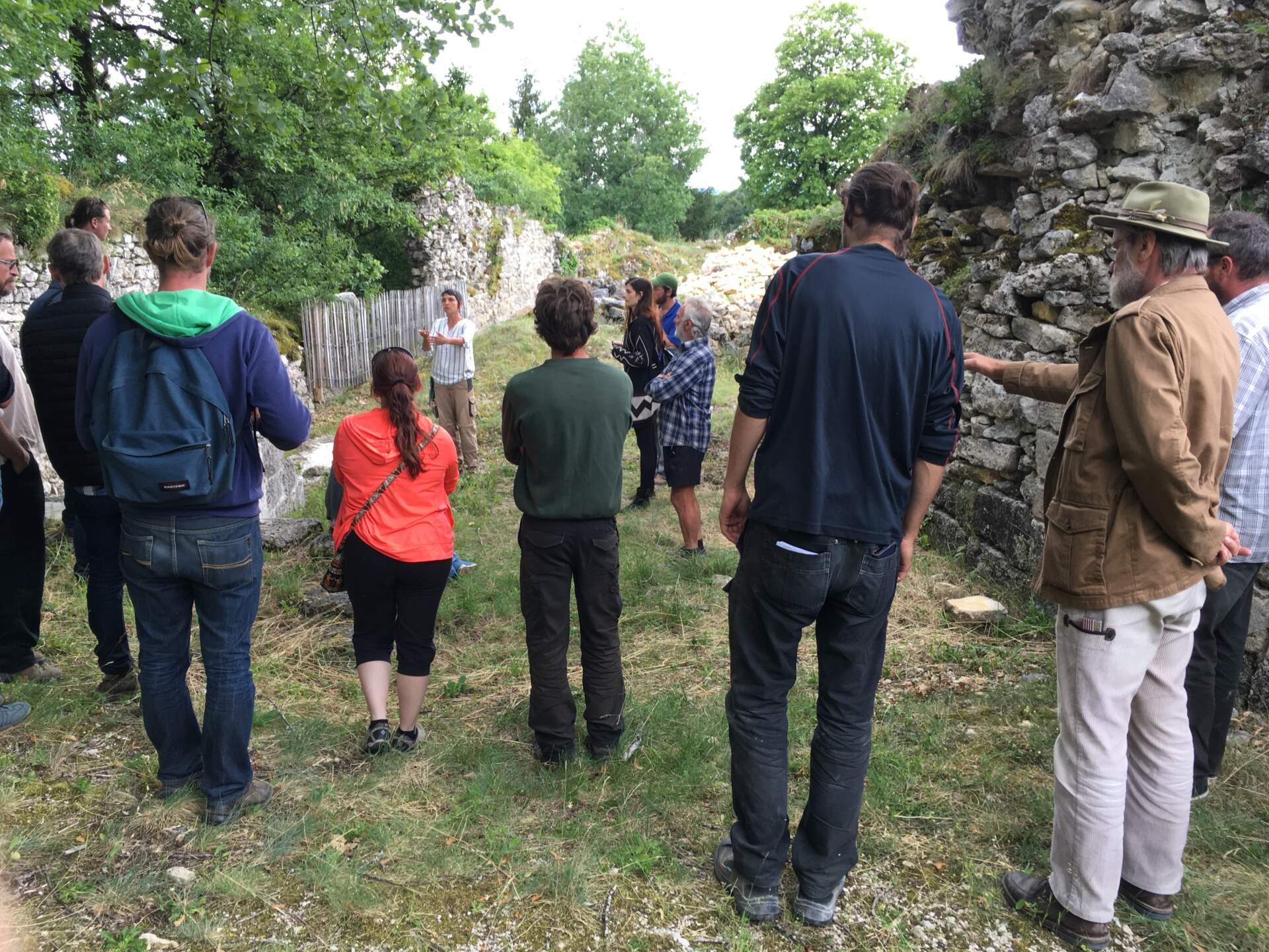 Montcornelles visite fouilles archéologiques de chateauneuf